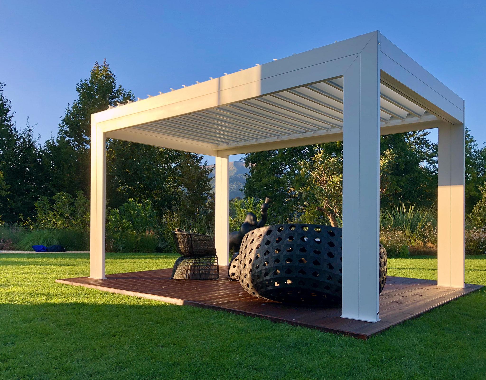 Gazebo Con Lamelle Orientabili protezione solare per ambienti esterni mv living | il bello